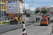 Trpěliví musejí být tento týden řidiči ve Žďáře nad Sázavou. Kvůli rekonstrukci asfaltového povrchu silnice I/37 je zcela uzavřeno náměstí Republiky.