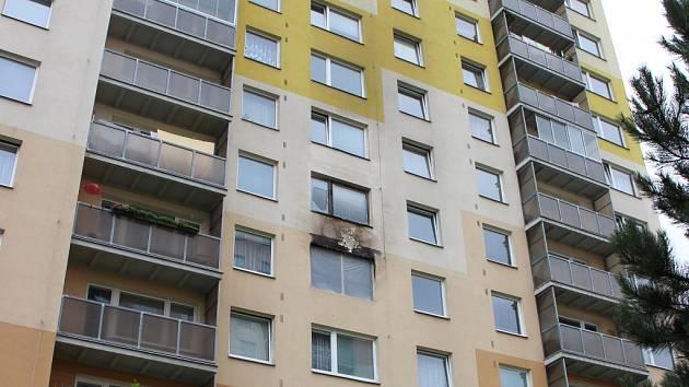 Ve žďárské Palachově ulici vyhořel byt rodiny Koláčkových, přišli tak o většinu svých věcí. Lidé ze sousedství hned nabídli pomoc a přišli i s nápadem na sbírku.
