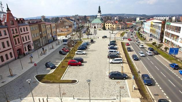 Centrum Žďáru bylo rozděleno na dvě části klidovou a část zajišťující funkční parkování.