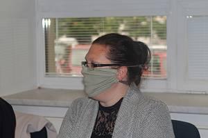 Eva Martinková před soudem ve Žďáru nad Sázavou