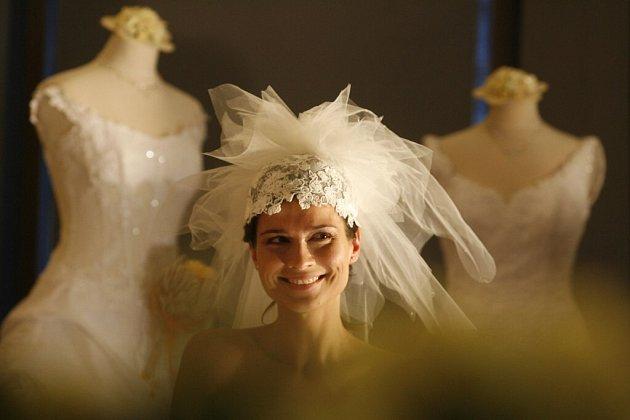 Pokud věříte na pověry, pak o svatební dnu dávejte pozor na každou maličkost. S nadsázkou by se dalo říci, že ke každému svatebnímu úkonu se váže minimálně jedna pověra.