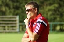 Také ve své druhé trenérské sezoně u juniorky Velkého Meziříčí se trenér Libor Švec se svými svěřenci pohybuje v horních patrech tabulky krajského přeboru.