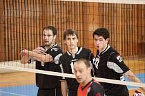 Žďárští volejbalisté se chystají na další úspěšnou obranu u sítě.