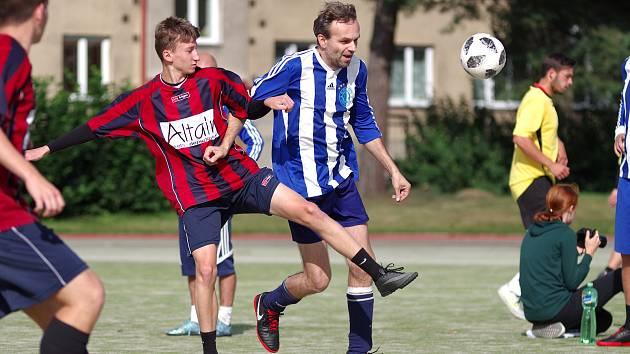 Hráči Benjaminu (v modrobílých dresech) letos v I. lize ještě neztratili ani bod.