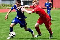 Fotbaloví dorostenci FC Vysočina (v modrém) dokázali obrat o tři body favorizovanou Plzeň, kde vyhráli gólem Lorence z poslední minuty.