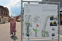 Do konce května chce mít žďárská radnice vybraný návrh, podle něhož se bude realizovat rekonstrukce Nádražní ulice. Studie si mohou lidé ve Žďáře nad Sázavou prohlédnout na panelech umístěných v pěší zóně.