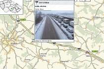 Kolona po nehodách na dálnici D1 z 16. prosince.