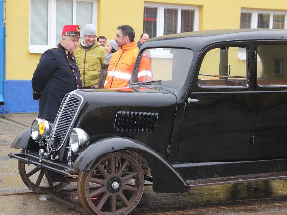 Návštěvní den s předváděcími jízdami železničních vozidel v Sázavě.