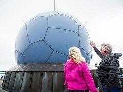 Na vrcholu Buchtova kopce se nachází radar  a budova Řízení letového provozu, monitorující vzdušný prostor nad Českou republikou.