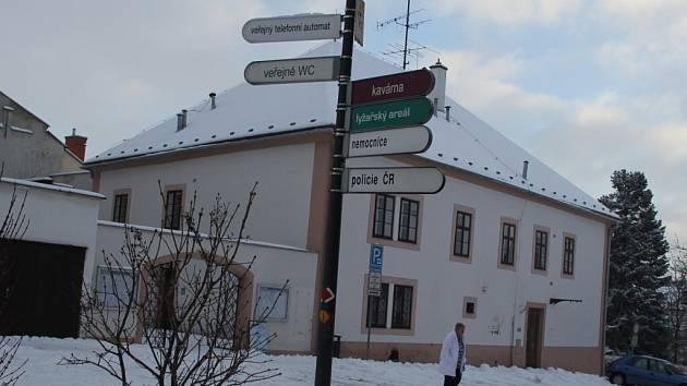 Objekt číslo popisné 97 v centru Nového Města na Moravě pochází z 16. století. V přízemí dlouhodobě sídlilo informační centrum.