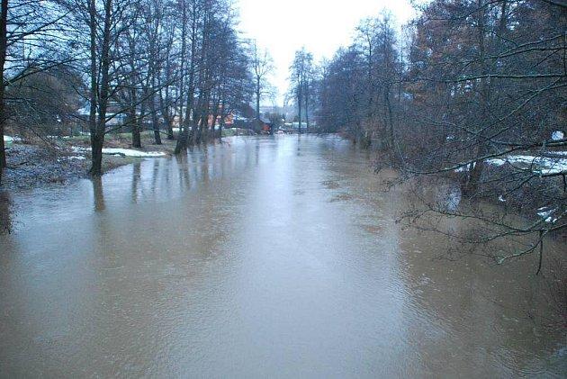 Řeka Sázava ve Žďáře nad Sázavou.