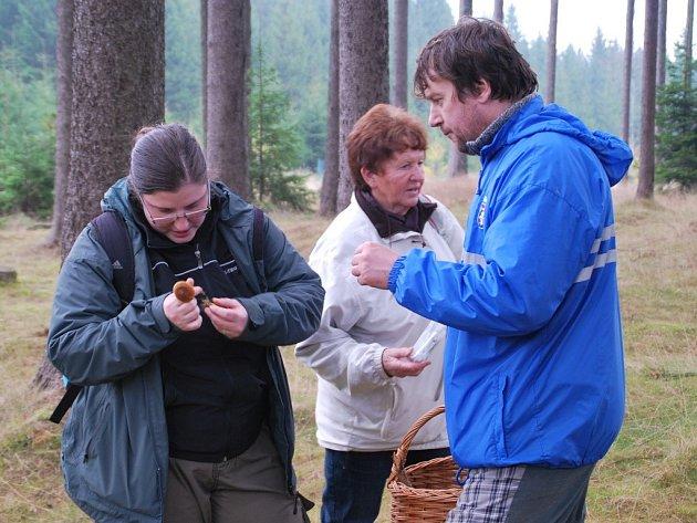 Houby Žďárských vrchů poznávali zájemci v sobotu v lesích okolo Křižánek.