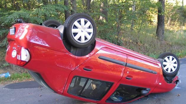 Při dopravní nehodě mezi Jabloňovem a Věžnou byla vážně zraněna šestiletá dívka. S poraněnou hlavou leží v brněnské fakultní nemocnici.