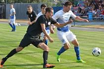V roli favorita krajského derby na hřišti fotbalistů Polné (v modrobílém) půjdou hráči FC Žďas (v černém). Ti mají poslední dobou střeleckou fazonu.