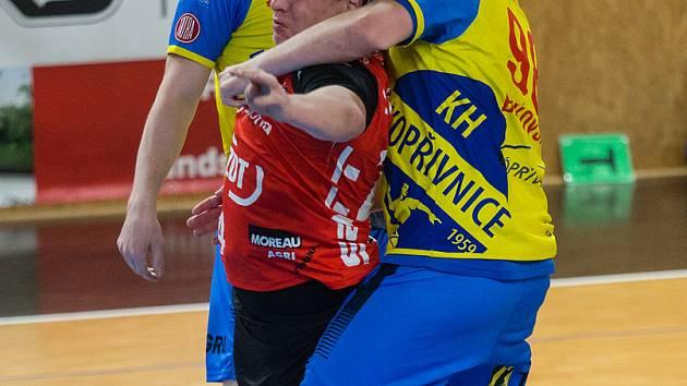 Pouze jepičí život mělo působení házenkářů Nového Veselí (v červených dresech) v tomto ročníku evropských pohárových soutěží. Stopku jim vystavila kyperská Famagusta.
