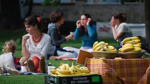 V desítkách českých měst a obcí budou v sobotu lidé snídat fairtradové a lokální potraviny při 3. ročníku happeningu Férová snídaně ve vašem městě.
