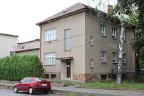 Dům se zahradou, kde před úřadem práce sídlili lékaři či školka, město Bystřice nad Pernštejnem prodalo za tři miliony.