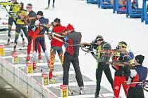 Příležitost ke kvalitnímu tréninku využila celá řada biatlonistů. Foto: Deník/Libor Plíhal