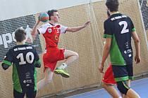 Mladší dorostenci Nového Veselí (v červeném) ovládli letošní ročník I. házenkářské ligy. Díky tomu si vybojovali účast v Česko-slovenském poháru, kterého se na konci května zúčastní čtyři nejlepší české a slovenské týmy.