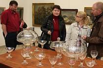 V Horácké galerii v Novém Městě na Moravě je od víkendu otevřena výstava uměleckých artefaktů zrozených na mezinárodním sklářském sympoziu v Karlově.