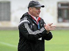 Trenér třetiligových fotbalistů Velkého Meziříčí Libor Smejkal mohl být s výkony svých oveček spokojený.