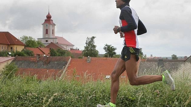 Vítězem se stal dvaačtyřicetiletý Serbessa Mulugeta