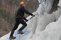 Závody v ledovém lezení na rychlost