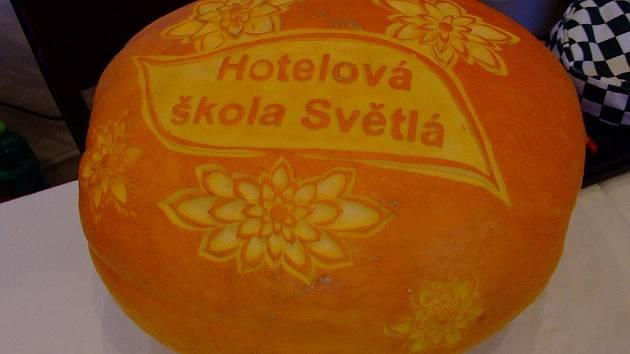 Své umění na Festivalu vzdělávání předváděli také studenti Střední průmyslové školy chemické Brno. Praktické ukázky ale zvolily jako lákadlo i další zúčastněné školy.