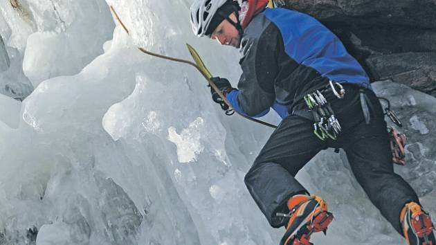 Nejlepší lezci dokázali dvacet metrů ledu zdolat za necelých dvacet vteřin.