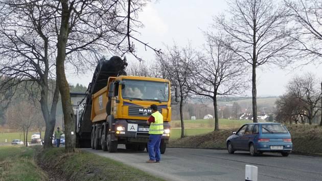 Již od konce března se pracuje na silnici I/19 ve směru z okresního města do Nového Města na Moravě.