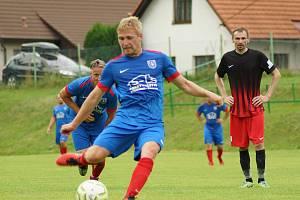 Fotbalisté Radešínské Svratky (v modrých dresech) se ve třetím kole letošního ročníku 1. A třídy dočkali premiérových bodů.