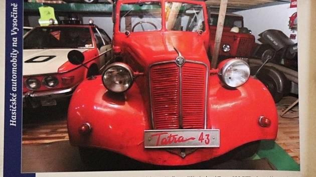 Nová kniha z nakladatelství Tváře ukazuje hasičské automobily z Vysočiny v první polovině 20. století.