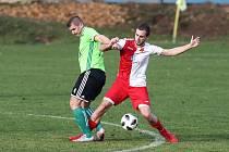 Fotbalisté Nového Města (v zeleném) ve 21. kole MSFL prohráli na hřišti Hulína 1:3.