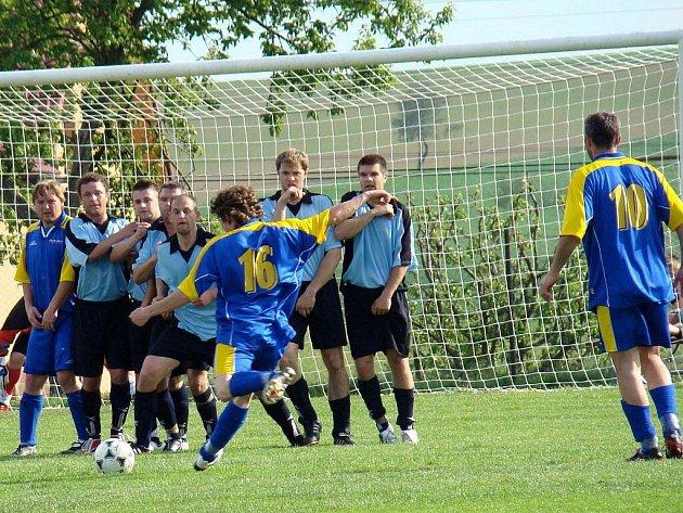 Fotbalisté Rozsoch zítra zajíždí na horkou půdu do Křoví, kde by se rádi porvali o bodový zisk.