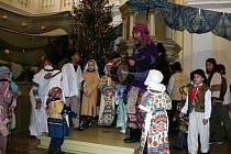 Štědrovečerní odpoledne v novoměstském evangelickém kostele patří už tradičně divadelním hrám. Jejich oblibu dokládá i skutečnost, že ve svatostánku v danou dobu doslova není k hnutí.