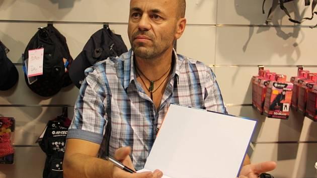 Novoměstský horolezec Radek Jaroš má před svým výstupem na K2 řadu marketingových povinností.