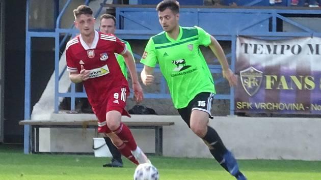 Teprve první listopadovou sobotu dojde ve třetí lize na vzájemný souboj Velkého Meziříčí (v červeném) a Vrchoviny. Hrát se bude v Novém Městě na Moravě.