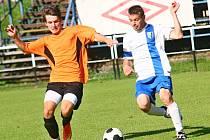 Hráči rezervy FC Žďas (v oranžovém) remizovali v utkání 8. kola východní skupiny I. A třídy na hřišti nováčka z Dukovan 1:1.
