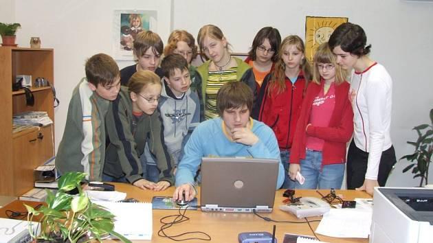 Školáci nakoukli do redakce Žďárského deníku