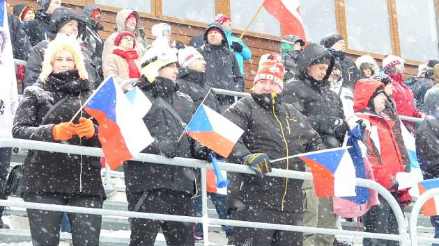 """Do Vysočina Areny si v sobotu našlo cestu asi čtyři a půl tisíce fanoušků, mezi nimi i """"Mexičani"""" z Řečice nebo """"chodící vlajky"""" z Litomyšle."""