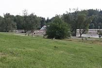 Louka u Pilské nádrže nabídne za rok lidem nová hřiště. Areál chce radnice propagovat i v zahraničí.