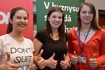 Nejúspěšnější řešitelky krajské jazykové soutěže byly zleva: Radka Klinerová, Anna Laštovičková a Jana Bártová.