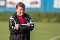 Předváděná hra i jarní výsledky trenéra Velkého Meziříčí Libora Smejkala (na snímku) příliš netěší.