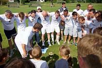 Takto se nedvědičtí fotbalisté radovali v červnu 2016, když zvítězili v okresním přeboru Žďárska a vybojovali si tak postup do krajské 1. B třídy. Dostanou letos na jaře šanci poskočit o patro výše?
