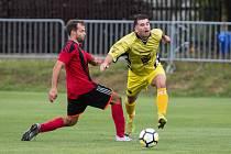 Zatímco fotbalisté Bohdalova (ve žlutém) o víkendu v přípravě remizovali, Moravec (v červenočerném) schytal těžký výprask od Nedvědice.