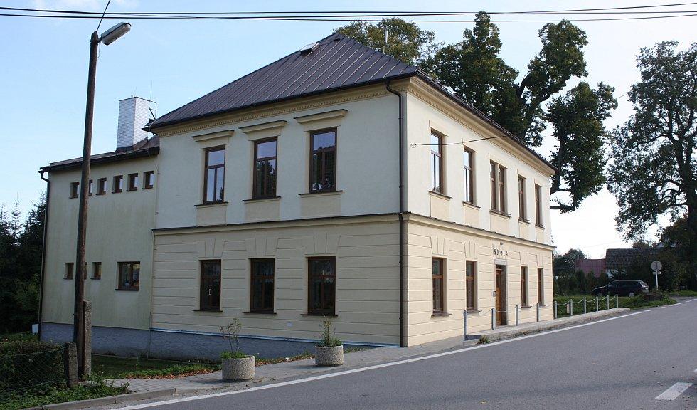 Malotřídní škola v Křižánkách dnes.