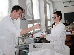 Zdravotnická škola ve Žďáře je kompletně zrekonstruovaná zvenčí i uvnitř, v učebnách je moderní vybavení.