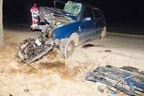 Smrtí dvaašedesátiletého řidiče skončil náraz do stromu mezi Radešínem a Bobrůvkou. Muž nebyl připoután.