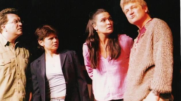 Komedie Klíče na neděli v podání Divadelní společnosti Háta vypráví o výměně manželů a následném kolotoči problémů.
