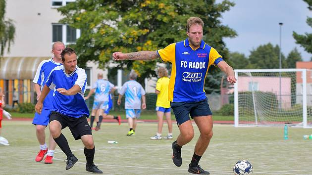 Letošní ročník Žďárské ligy malé kopané v sobotu pokračoval v obou soutěžích druhým kolem.